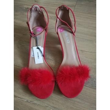 Szpilki czółenka sandały z futerkiem czerwone 38