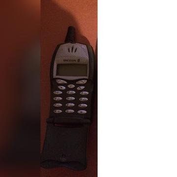 Stary telefon komórkowy ERICSSON T20s