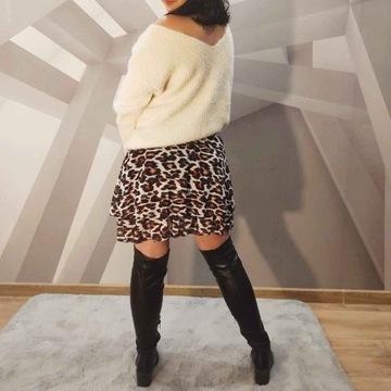Luźny sweter z dekoltem z tyłu