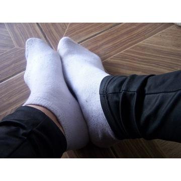 Fetysz brudne białe skarpetki bawełniane