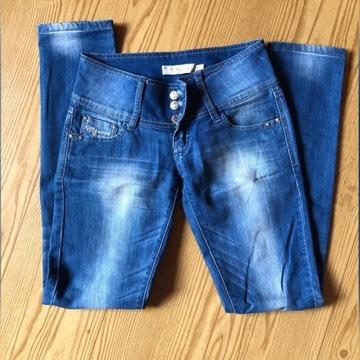 Spodnie jeansy rurki z przetarciami XS