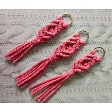 Breloczek makrama do kluczy 20 cm różowy boho