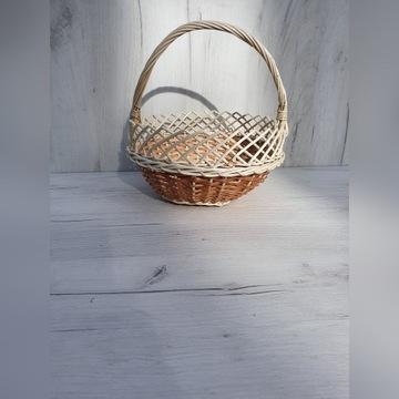Koszyk wiklinpwy swieconka