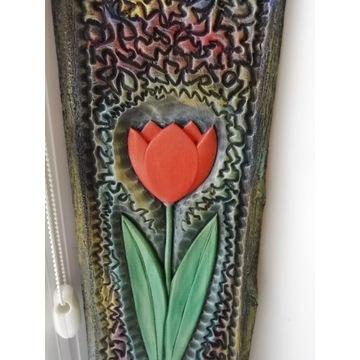 Płaskorzeźba w drewnie czerwony tulipan rekodzieło