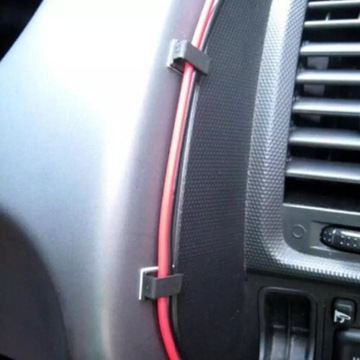 Klipsy samoprzylepne do kabli.