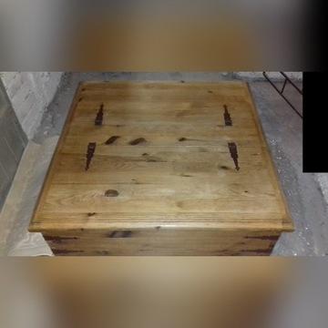 Skrzynia z litego drewna z okuciami