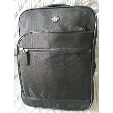 Nowy solidny plecak na laptopa