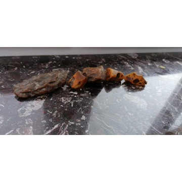 Bursztyn surowy ukraiński 5 kamieni , 142 gramy