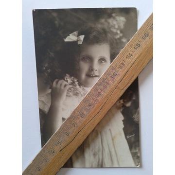 stara pocztówka dziewczynka dziecko
