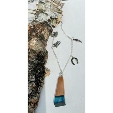 Naszyjnik z żywicy i drewna orzecha