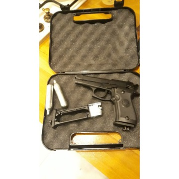 Beretta 84 fs Full metal  blowback co2