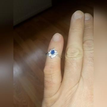 złoty pierścionek 585 białe złoto roz 14