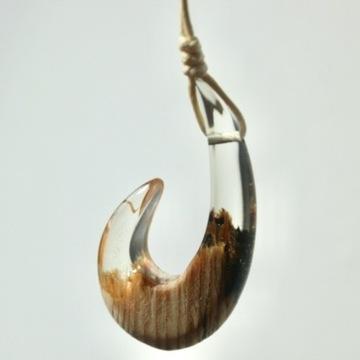Naszyjnik Maui Fish Hook /  hak z żywicy i drewna
