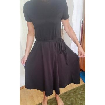 Czarna sukienka z paskiem H&M