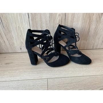 Czarne sandały na słupku 36 zamszowe 9,5 cm