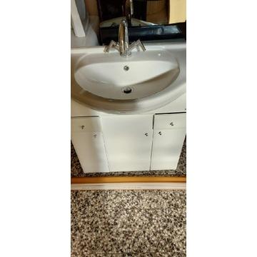 Szafka z umywalką baterią ibaterią