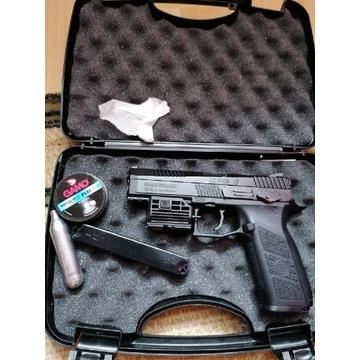 Pistolet CZ p09