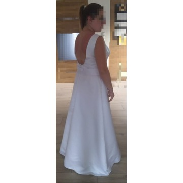 Suknia ślubna z odpinanym trenem i bolerkiem