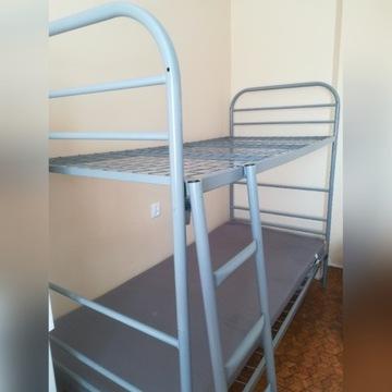 łóżko piętrowe rozkładane na pojedyncze metalowe