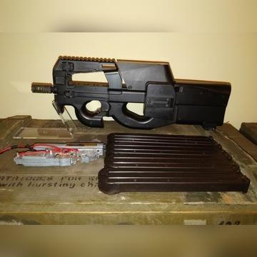 replika P90 z boxem na 1500 kulek 330/400 FPS