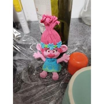 Troll z bajki trolle z masy cukrowej na tort