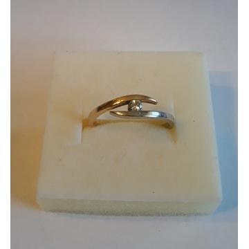 Pierścionek złoty z brylantem rozmiar 15
