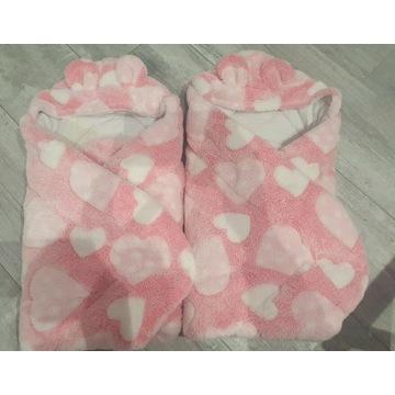 Rożki, kocyki dla bliźniaczek różowe w serduszka