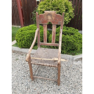 Stary fotel tron