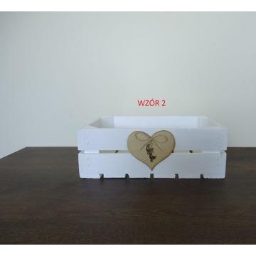 Skrzynka drewniana biała ozdabiana na prezent