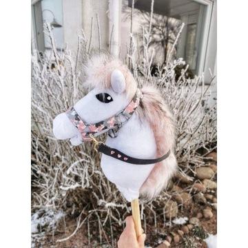 Koń Hobby Horse na kiju + zestaw - Annabelle