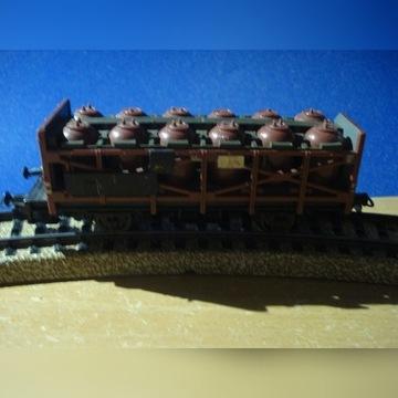 wagon H0 z pojemnikami na substancje żrące