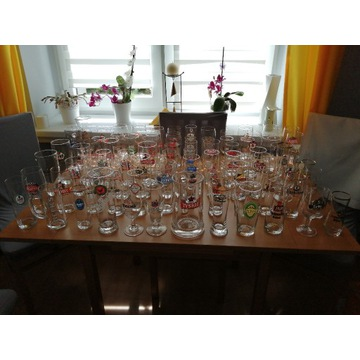 szklanki oraz podstawki do piwa