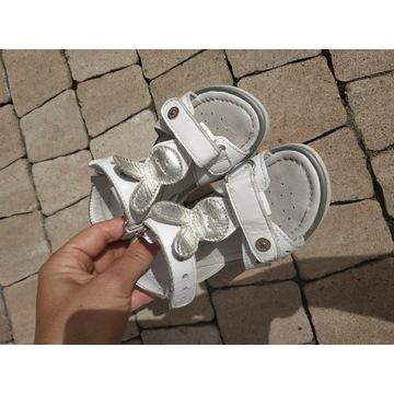Sandały Bartek skóra 23 stan idealny białe
