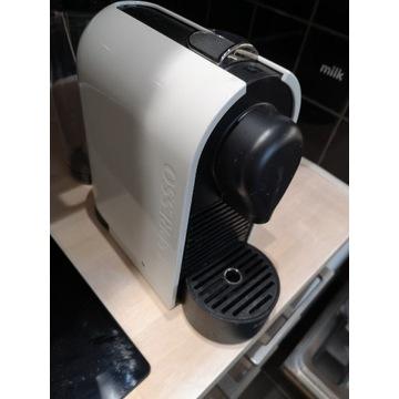 Ekspres do kawy Nespresso ze spieniaczem
