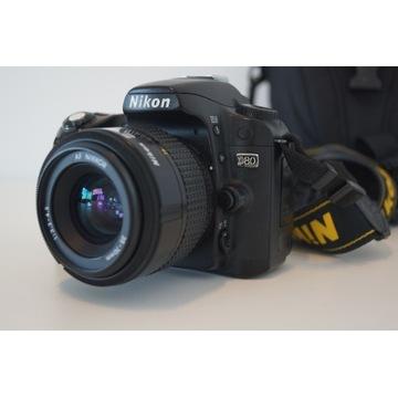 Nikon D80 z obiektywem Nikkor