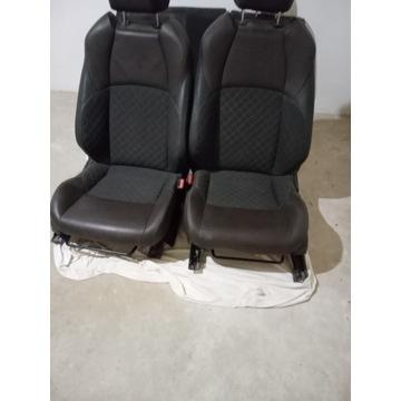 Nissan JUKE .Siedzenia komplet