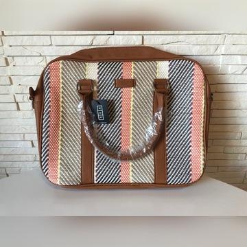 Letnia torba na laptopa i dokumenty