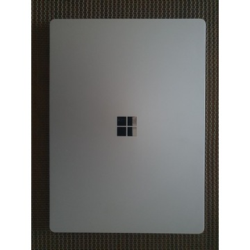 Surface Laptop    i5    128GB    4RAM