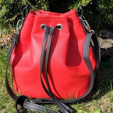 Torebka typu Bucket bag czerwona z eko skóry.