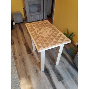 Stół drewniany, biurko.
