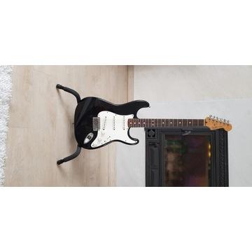 Gitara Fender Stratocaster + twardy case