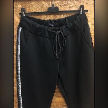Spodnie czarne ze srebrnym lampasem na gumce gumka