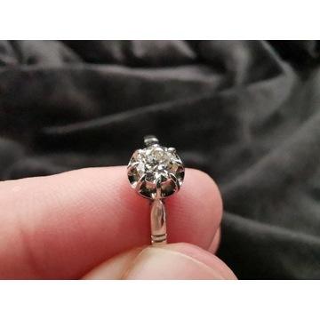 Platynowy pierścionek z brylantem - 0,30ct.