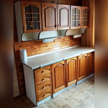 Kuchnia, szafki kuchenne stojące i wiszące, blat