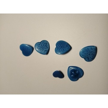 Guziki niebieskie serca kamień 6 sztuk