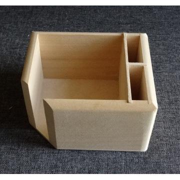 Pudełko na karteczki i długopisy