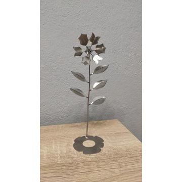 Kwiatek z Metalu, Ozdoba, Jak róża