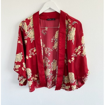Czerwone kimono narzutka bluzka w kwiaty wzór over