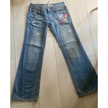Świetne niebanalne jeansy 26