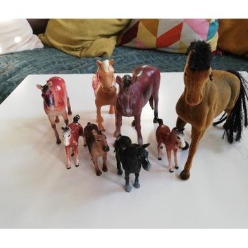 Figurki koni koniki zabawki plus siodła akcesoria